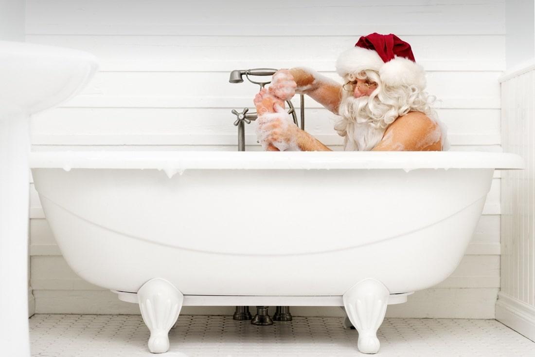 dec_santa-bath-min