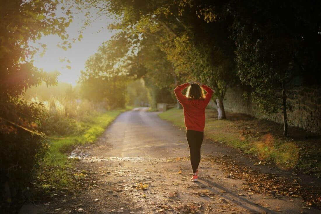 mar_woman-jogger-min